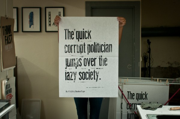 "P.A.R visita BunkerType. ""The quick corrupt politician jumps over tha lazy society""."